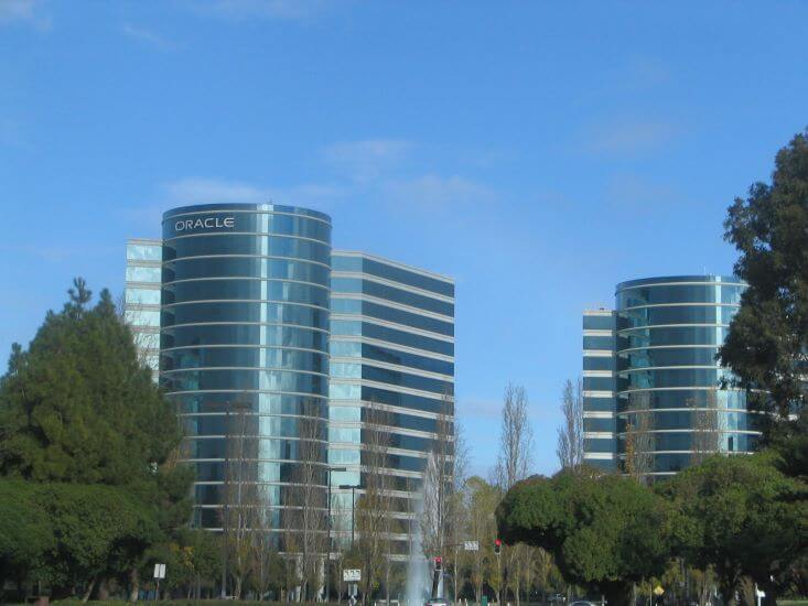 Oracle Meets Expectations, Raises Dividend as Momentum Grows
